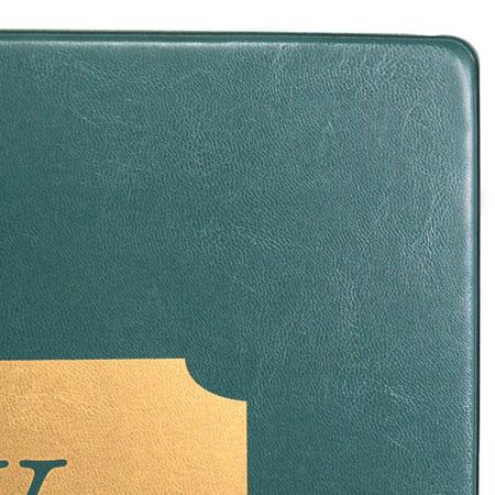 Detalle de sello en carpeta curpiel