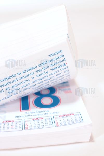 Calendario diario hoja por día en papel con perforación
