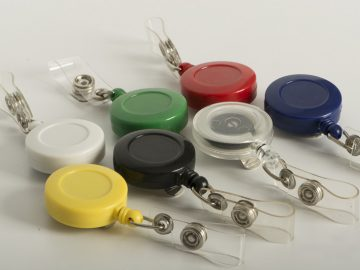 Portagafete cordon enrrollable para identificacion